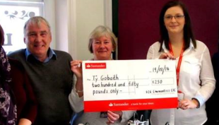 G2G Communities CIC Director Moira Lockitt handed over a cheque for £250