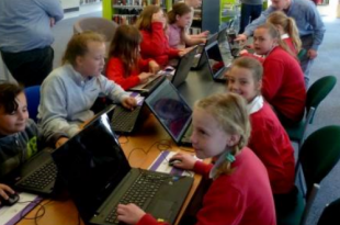 Cefn Mawr Library - Children Learning with MinecraftEdu